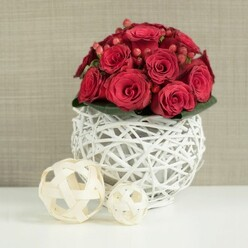 RED ROSES TABLE CENTERPIECE